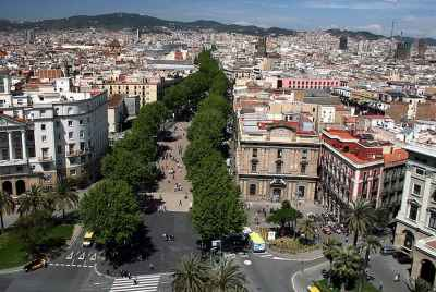 Residential building featuring vacation apartment rentals located in the center of Barcelona